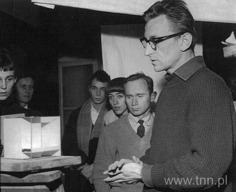 Oskar Hansen ze studentami