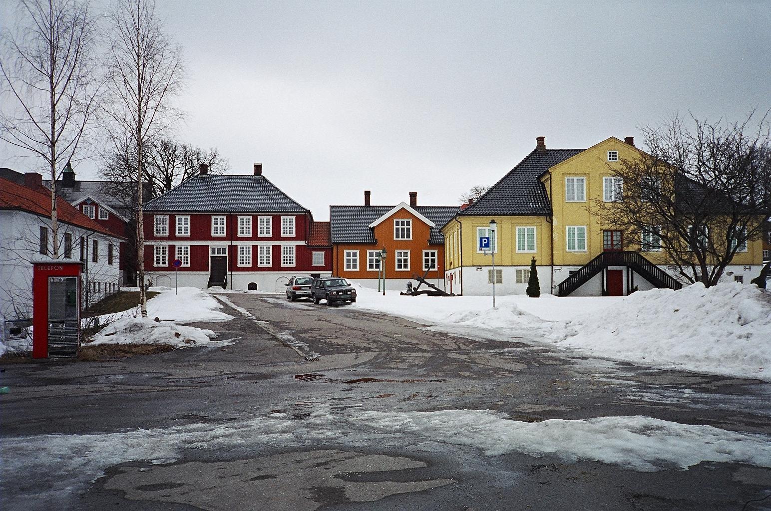 Domy na dawnej głównej ulicy miasta Larvik - Storgata (obecnie Kirkestredet)