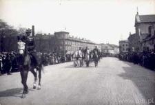 Defilada wojskowa na Krakowskim Przedmieściu w Lublinie