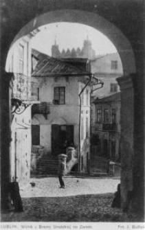 Widok z Bramy Grodzkiej w Lublinie na ulicę Zamkową