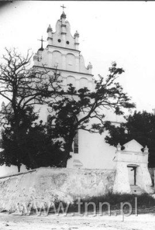 Kościól parafialny w Janowcu nad Wisłą - widok od strony wschodniej
