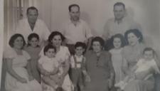 Gartel family: on the left, on the top: Mojżesz Gartel, Rozenman Zeev, Rogatcki Levi; on the left: Miriam Gartel, Nomi Gartel, Golda Rozenman (daughter Batia i son Samuel), Laja Ita Frydman, Chawa Gartel (on the left daughter Rebeka i Yael)