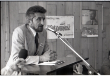 Wiec wyborczy Tadusza Mańki w Fabryce Samochodów Ciężarowych w Lublinie podczas kampanii wyborczej w 1989 r.