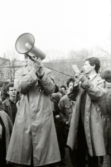 Demonstracja KPN na Placu Litewskim w Lublinie 11.04.1989 roku