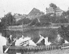 Żydowska młodzież chętnie spędzała wolny czas na rzece Huczwie spiętrzonej śluzą