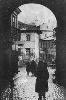 Lublin, widok z przejazdu pod Bramą Grodzką na ulicę Zamkową