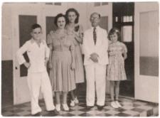 Mordko Hirschberg with family
