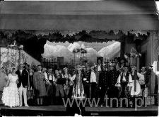 Zespół Teatru Osterwy na scenie