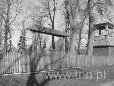 Dzwonnica kościoła Zmartwychwstania Pańskiego w Bezwoli po odbudowie w 2002 r.
