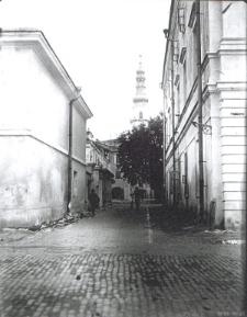Uliczka Starego Miasta z widokiem na Ratusz w Zamościu
