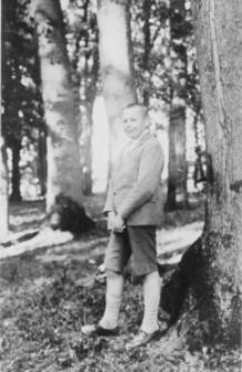 Jan Poletyłło w parku przypałacowym w Wojsławicach