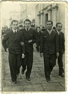 Waks Abram Mojżesz z przyjaciółmi na Krakowskim Przedmieściu