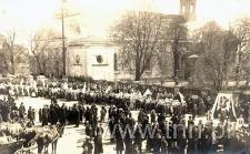 Katolicy i żydzi podczas uroczystości 3-go Maja w Kocku