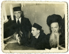 Aron Boruch Arenzon (from the right), Lejb Arenzon (in the middle)