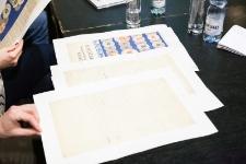"""Kopie dokumentów z archiwum Ośrodka """"Brama Grodzka - Teatr NN"""" prezentowane podczas wystąpienia Pawła Próchniaka"""