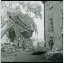 Prace budowlane na Placu po Farze