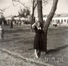 Barbara Taczalska na Rynku kockim pod koniec lat 40-tych.