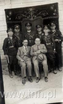 Policjanci z Adamowa. Stoi drugi od lewej Edmund Chaberski.