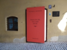 """Księga. Instalacja w Bramie Grodzkiej w ramach Gali Akademii Opowieści - """"Nauczyciel na całe życie"""""""