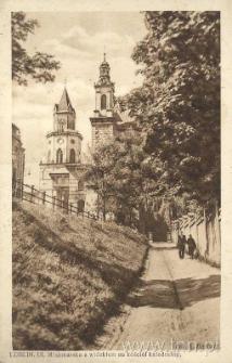 Lublin. ulica Misjonarska z widokiem na kościół katedralny