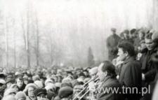 Spotkanie przed WSK Świdnik po wprowadzeniu stanu wojennego