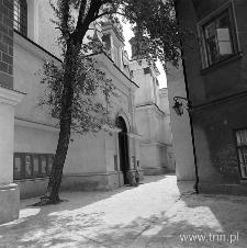 wejście do kościoła oo. Dominkanów