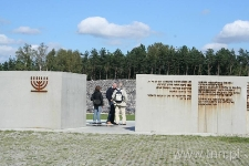 Wejście do byłego obozu zagłady w Bełżcu