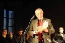 """Urodziny Czechowicza - czytanie """"Poematu o mieście Lublinie"""" w Bramie Grodzkiej, 15.03.2006"""