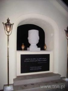 Napis na kolumbarium pochodzi z dzieła Czesława Miłosza, 67 rocznica śmierci J. Czechowicza, 09.09.2006