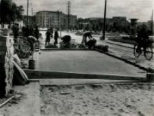 Przebudowa ulicy Warszawskiej w Lublinie - układanie klinkieru w II etapie