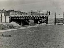 Budowa mostu przez rzekę Czechówkę- po budowie