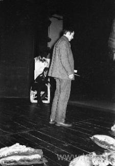 Andrzej Rozhin podczas próby teatru Gong 2