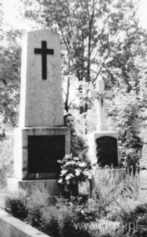 Groby dziadków Mirosława Dereckiego w Karczmiskach