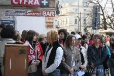 """Młodzież z listami do Henia Żytomirskiego, """"Listy do Henia"""" - 2006 r."""