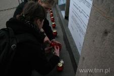 """Zapalamy 9 zniczy ku pamięci Henia Żytomirskiego - """"Listy do Henia """" 2007"""