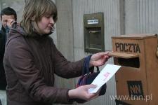"""Wysyłanie listów do Henia Żytomirskiego - """"Listy do Henia"""" 2007"""