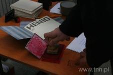 """Stemplowanie kopert z listami do Henia Żytomirskiego - """"Listy do Henia"""" 2007"""