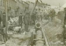 Układanie kanału na ulicy Zamojskiej