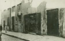 Otwory parterowe przy ulicy Bramowej 5 przed odnowieniem