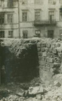 Fragment muru dawnego grobowca Lubomelskich w kościele św. Michała