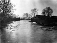 Rzeka Bystrzyca w czasie powodzi w Lublinie w 1947 roku. Fotografia