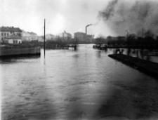 Rzeka Czerniejówka w czasie powodzi w Lublinie w 1947 roku. Fotografia