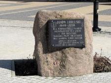 Obelisk upamiętniający nadanie praw miejskich Janowowi Lubelskiemu