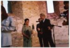 """Uroczystość wręczenia medali """"Sprawiedliwy wśród Narodów Świata"""", Janowiec nad Wisłą, 2003."""