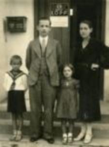 Franciszek and Janina Cygan with children: Helena and Edward, Abramów 1937.