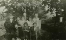 Rodzina Dudziak z przyjaciółmi i Różą Bejman, okres okupacji
