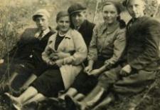 Janina Chromczak (Dudziak) with Frends, the thirties, 20 c.