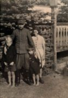 Lidia Hobbs (Damm) with her adopted siblings and Edward Trzeciak. Occupation time