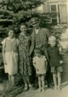 Lidia Hobbs (Damm) with her adopted siblings and Eufrozyna and Edward Trzeciak.Occupation time