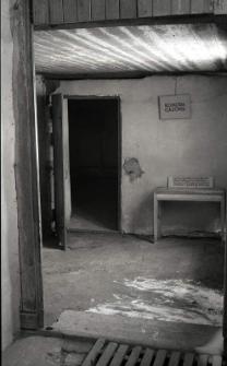 Wejście do komory gazowej na terenie byłego obozu koncentracyjnego na Majdanku